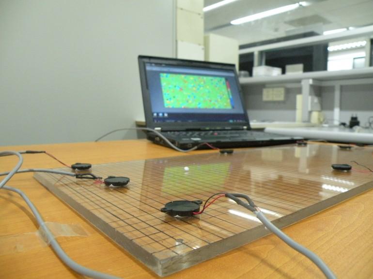 N'importe quelle surface plane qui vibre serait transformable en un écran multi-touch