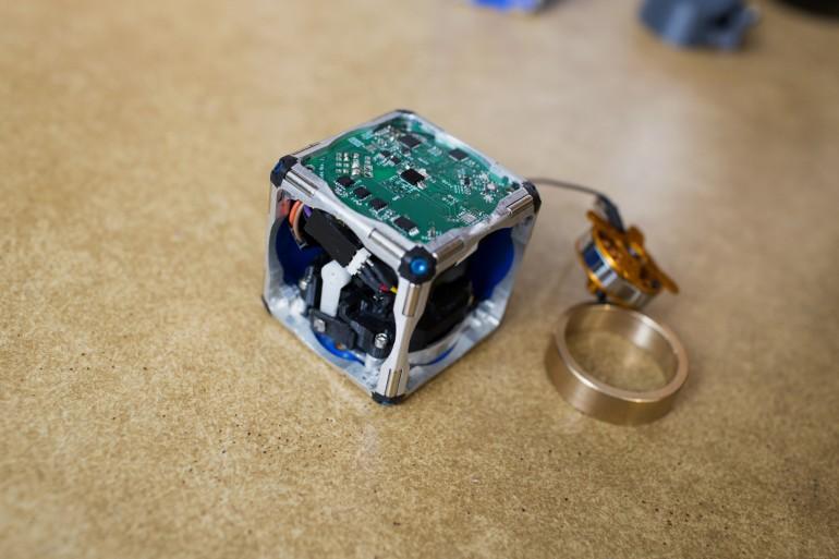 Des cubes robotiques pouvant s'auto-assemblés